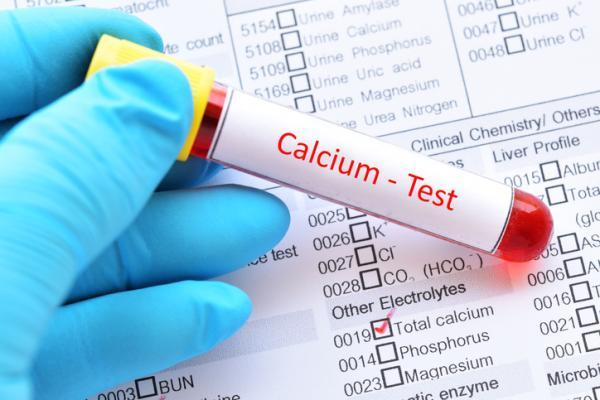 De sintomas falta sangre calcio en