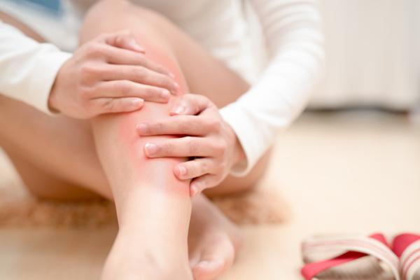 Pesadez en las piernas: causas y remedios caseros