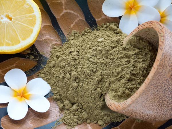 Cómo cubrir las canas de forma natural - Polvo de henna