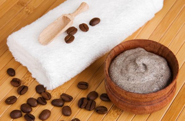 Cómo hacer mascarilla de café para la celulitis