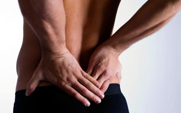 O que é hérnia de disco: sintomas e tratamento