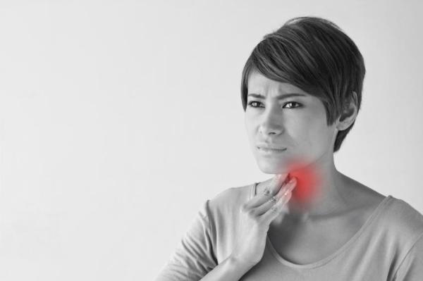 Dificuldade para engolir saliva, o que pode ser? - Dificuldade para engolir saliva por irritação