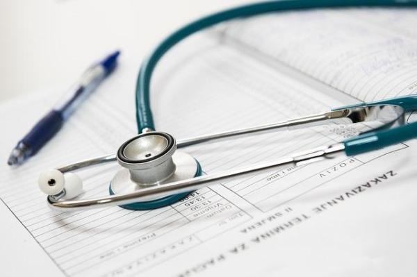 Pontadas nas pernas: causas comuns - Quando consultar um médico