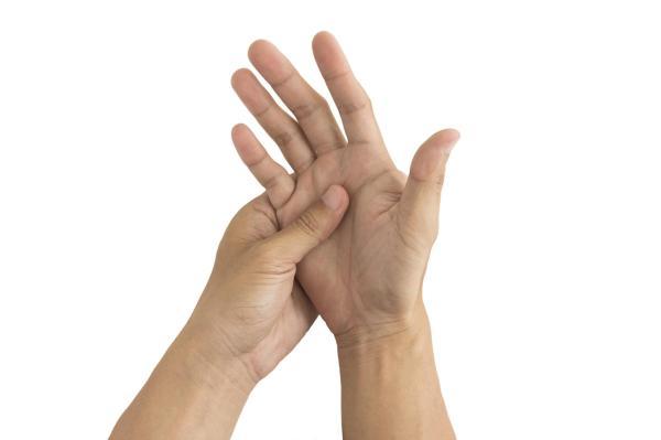 Mãos dormentes ao acordar: causas
