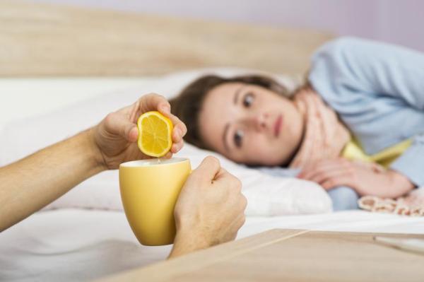 Benefícios da água morna com limão à noite - Estimula o sistema imunológico