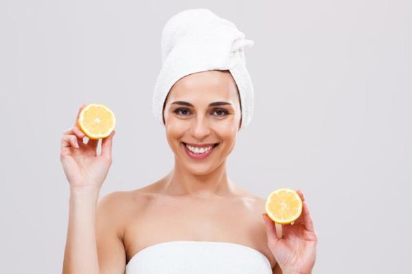 Benefícios da água morna com limão à noite - Pele limpa