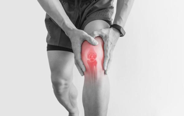 Dor no joelho ao subir escada: causas e tratamento - Tendinite rotuliana