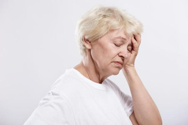 Dor de cabeça ao abaixar: causas - Pressão na cabeça ao abaixar: causas