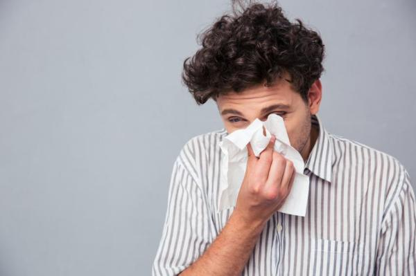Mau cheiro no nariz: o que pode ser - Cheiro ruim no nariz: sinusite