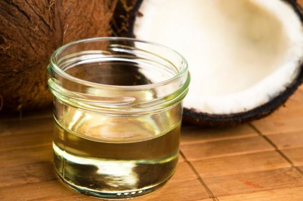 Alimentos que combatem a candidíase - Os ácidos graxos do óleo de coco