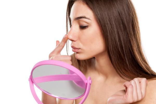 Espinhas dentro do nariz: causas e como tratar