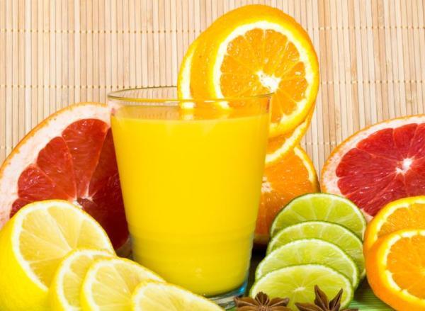 Remédios caseiros para descer a menstruação - Aumentar o consumo de vitamina C