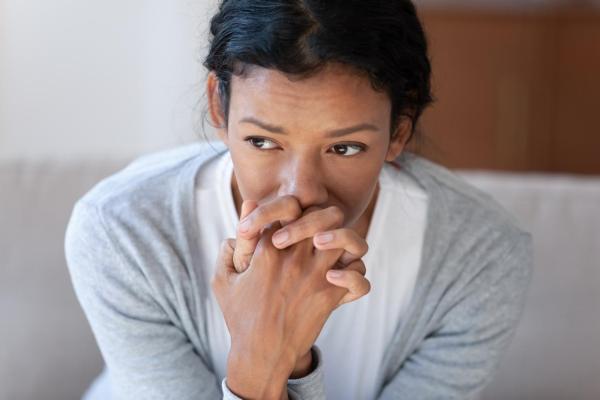 Tremores no corpo por ansiedade: causas e tratamento