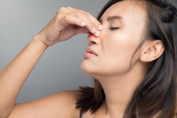 Nariz inflamado por dentro: causas, tratamento e remédios