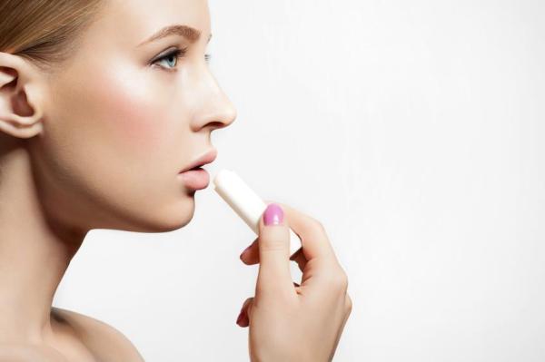 Como tratar lábios ressecados e descascando - Como tratar lábios ressecados e descascando