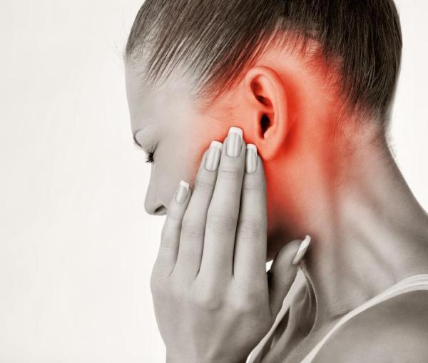 Caroço atrás da orelha, o que pode ser? - Inflamação da glândula parótida