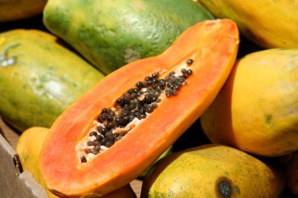 Alimentos que aumentam o estrogênio - Morango, maçã, mamão e ameixa