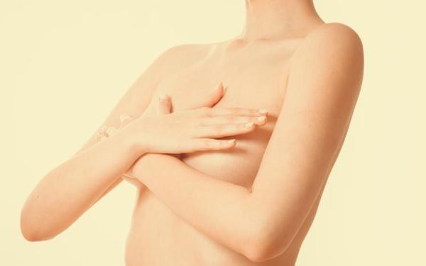Bico do peito ardendo: causas e tratamento