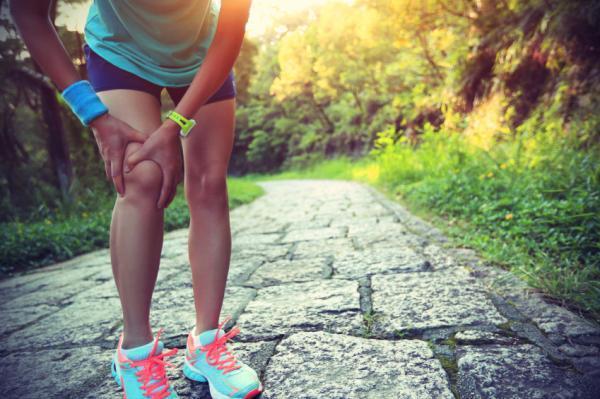 Dor no joelho ao dobrar: causas e tratamento