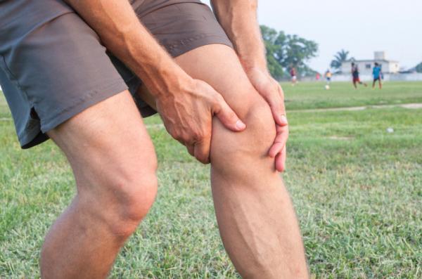 Dor no joelho ao dobrar: causas e tratamento - Dor no joelho ao dobrar e esticar a perna: causas frequentes