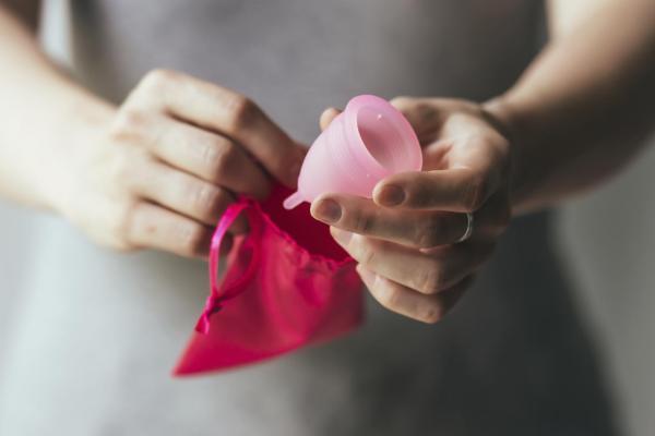 Como fazer a menstruação durar menos dias - Como diminuir o fluxo menstrual abundante