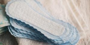 Menstruação escura e grossa: causas