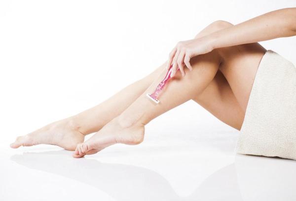 Tratamentos caseiros para foliculite nas pernas - Causas da foliculite nas pernas