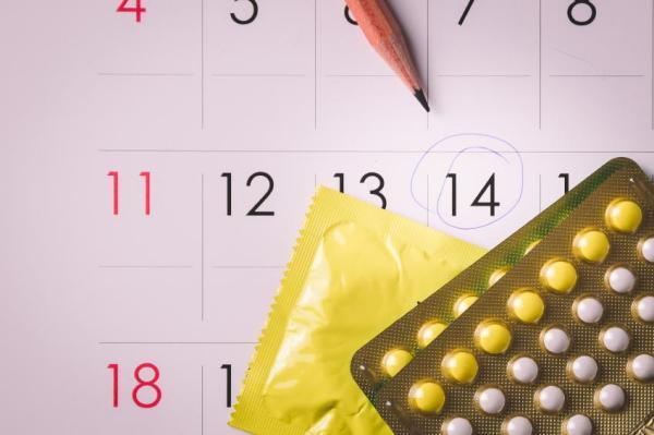 Corrimento marrom antes da menstruação: que significa