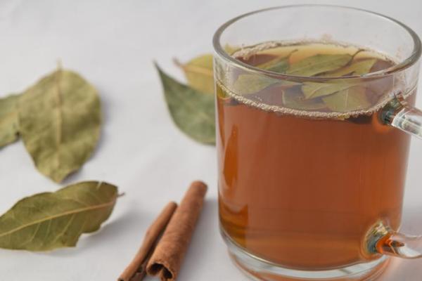 Chá de louro e canela - benefícios e contraindicações