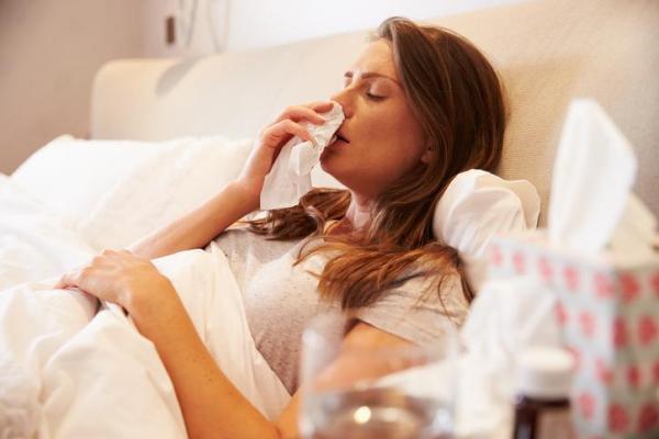 Nariz entupido à noite: causas e remédios naturais