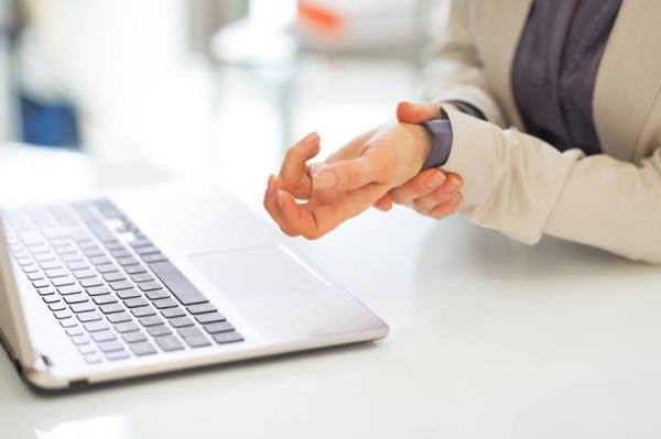 Dedo polegar mexendo sozinho: causas - Dedo polegar tremendo: Síndrome do túnel do carpo